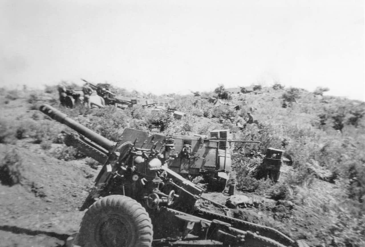 25.-Aug-1951-Crest-of-Hill-overlooking-Imjin-Pos-25