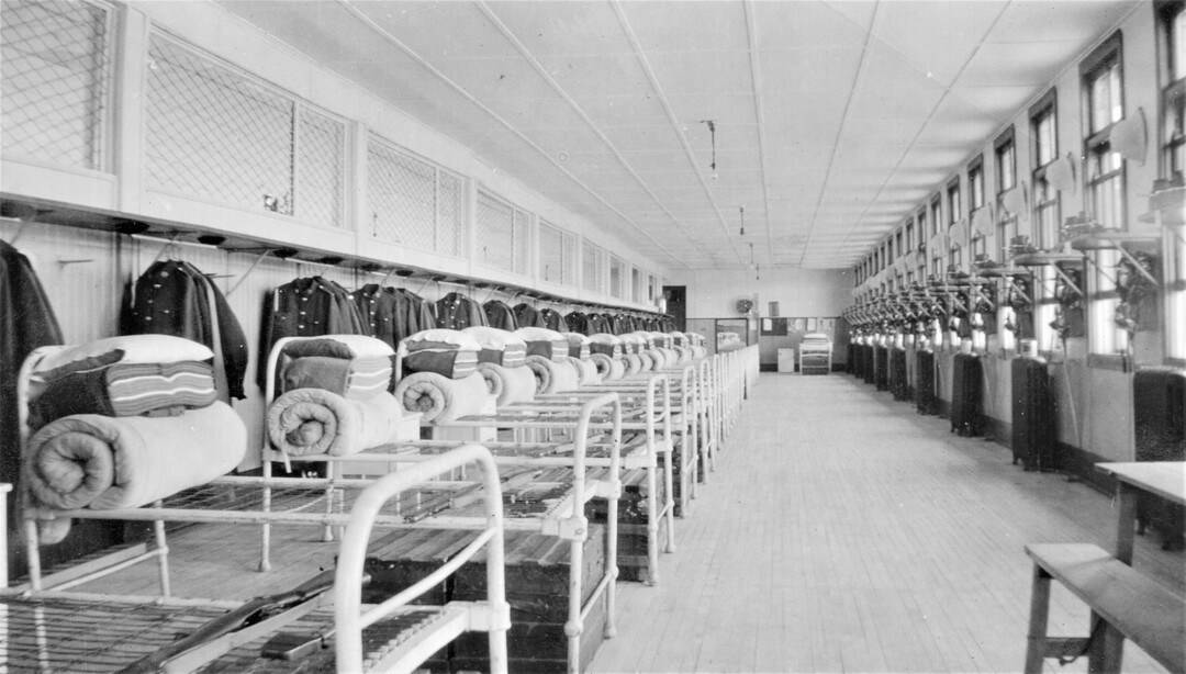1935-Fort-Osborne-Barracks-Room