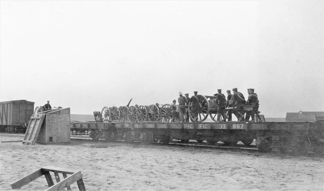 2.-1914-August-Loading-the-Guns