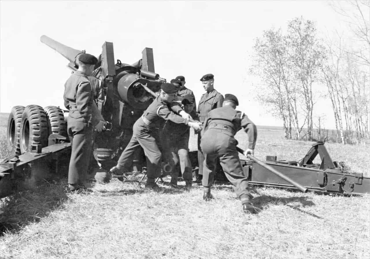 1950s-1-RCHA-on-Long-Tom-155mm