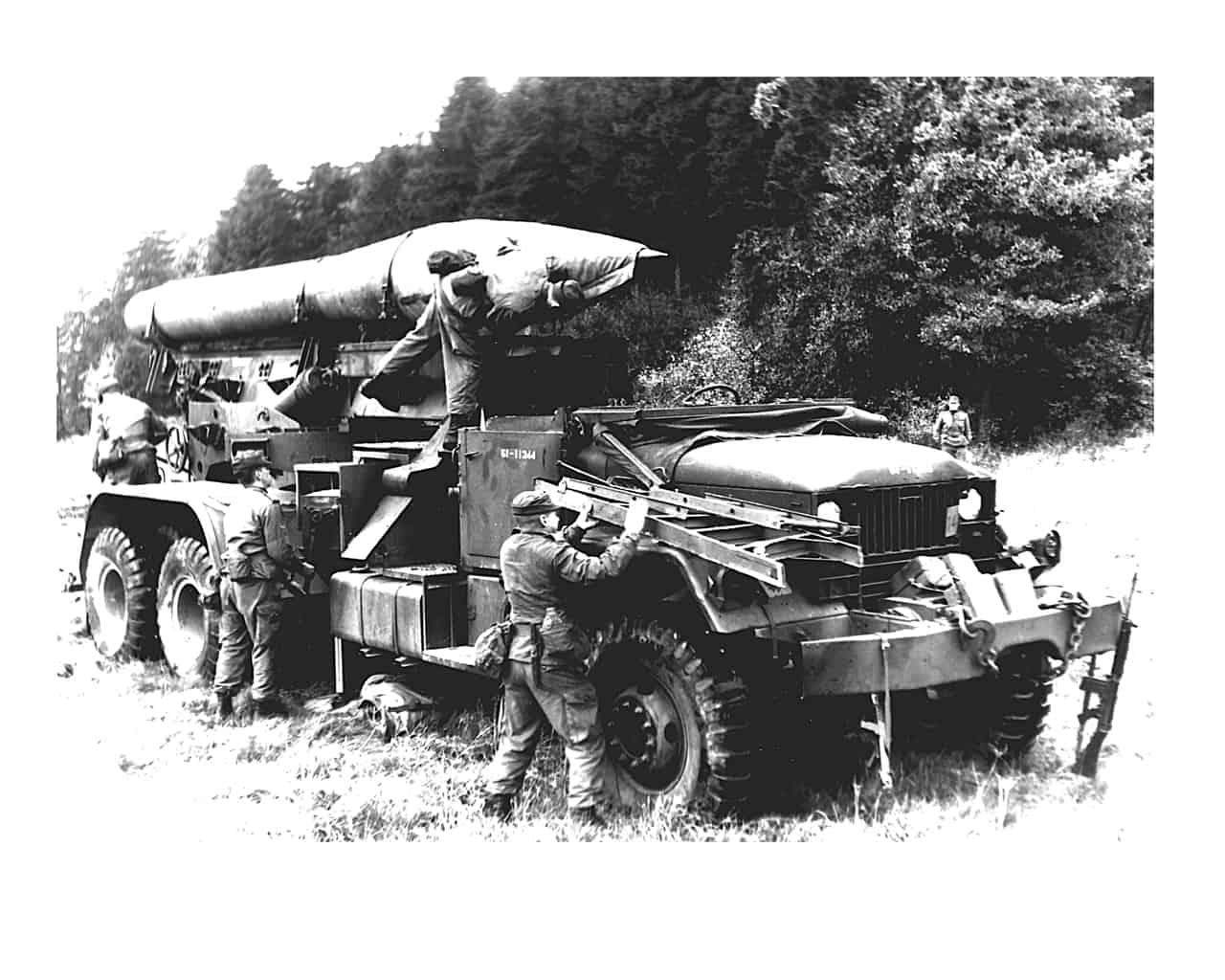 1970-SSM-Bty-setting-up