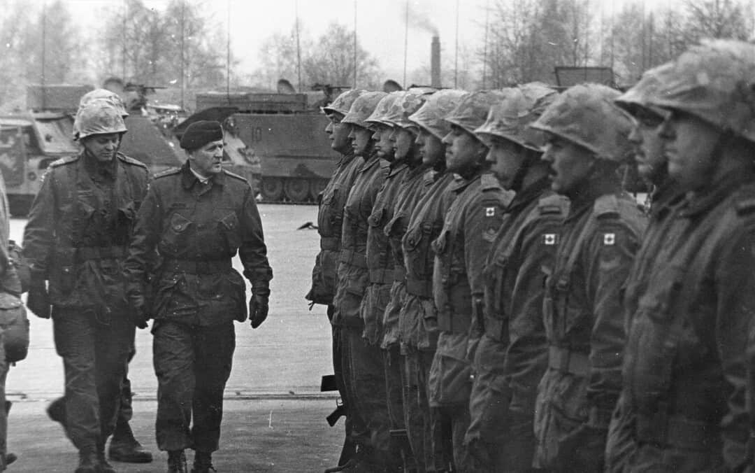 1974-General-Belzile-inspecting-troop-in-Germany-1RCHA