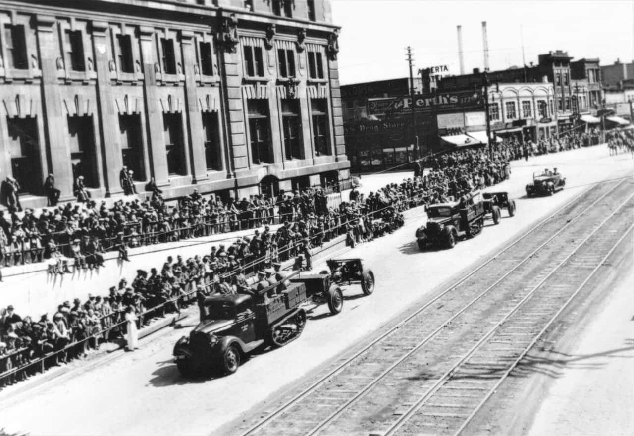 First-Decoration-Parade-with-vehicles-Winnipeg-1935