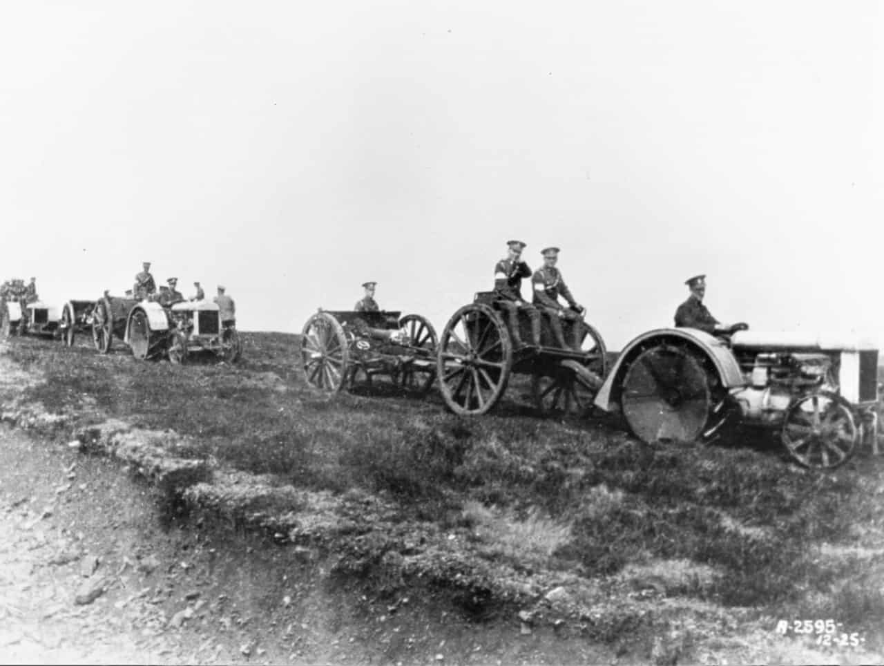 Petawawa-1925-18-Pounder-with-Tractor